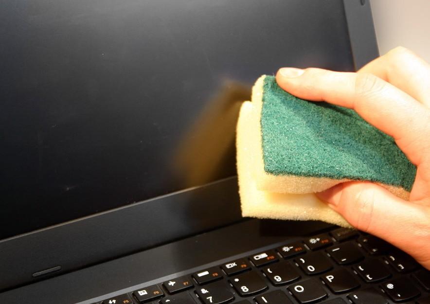تمیز کردن صفحه ال ای دی